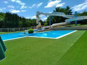 La piscine avec son toboggan de 7 mètres de haut !